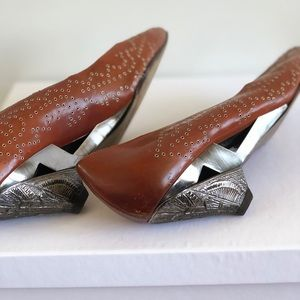 Gorgeous loafers. Cognac color. High quality